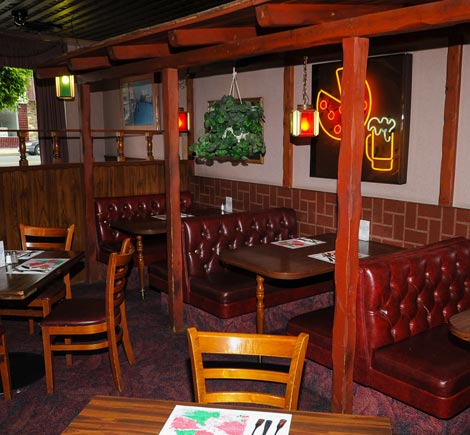 A View of the Dining area at Mama Petrillo's Pizza and Italian Restaurant in Temple City, CA 91780